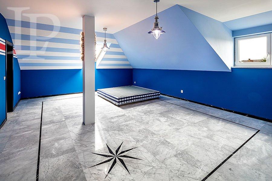 Prodej luxusní vily 5kk s bazénem v Loučeni