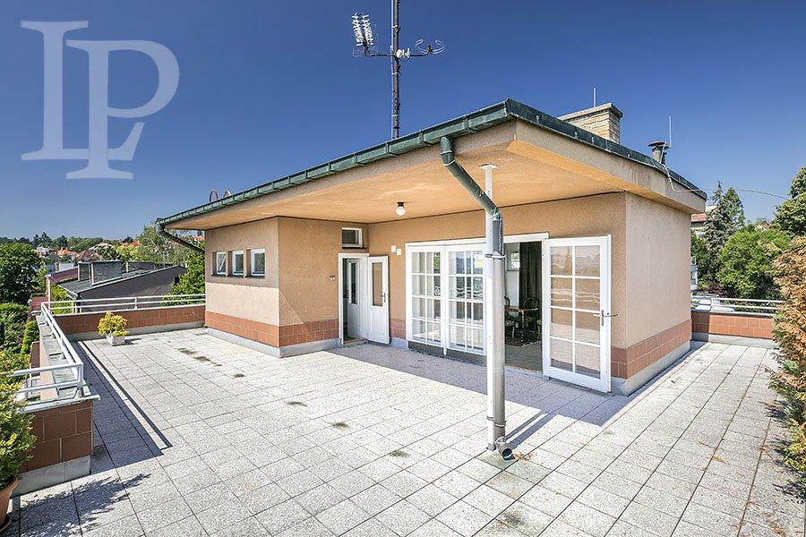 Prvorepubliková vila ke komerčnímu využití s výhledem na Prahu, Praha 6