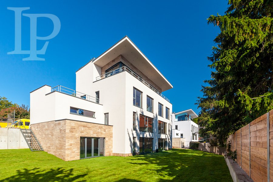 Unique grand villa, a prestigious location Prague - Troja