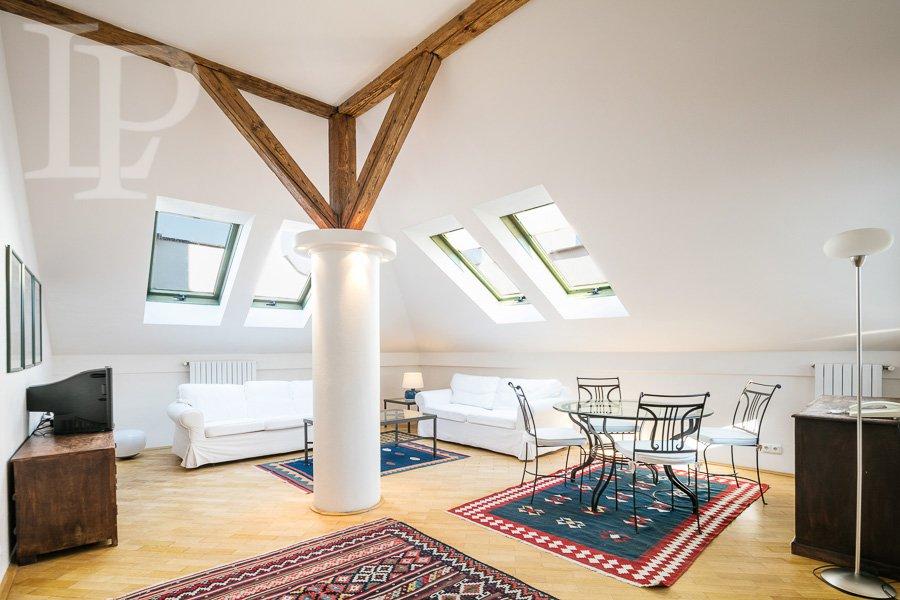 Pronájem luxusního slunného  4+1 s terasou přímo u Riegrových sadů, Vinohrady