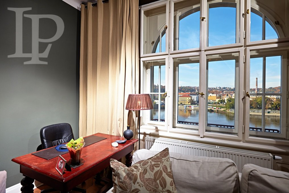 Luxury apartment with a balcony and a view of Prague Castle, 94 m2