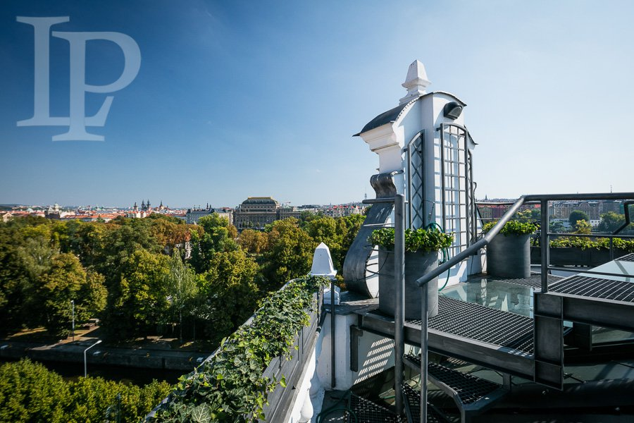 Nádherný luxusní mezonetový byt s terasou a výhledem na Národní divadlo