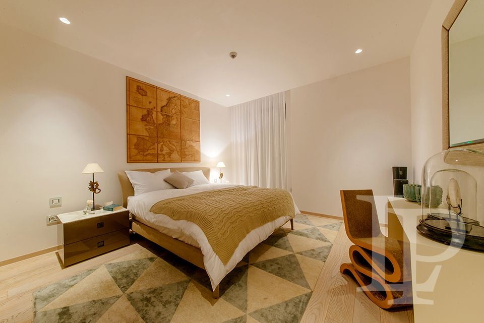 Prodej luxusního apartmánu 5+kk s terasou, přímo u moře, Černá Hora