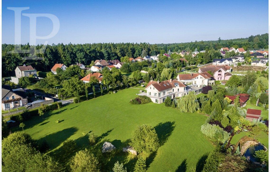 Přepychová rezidence, bydlení v letním sídle prezidenta 1 472 m2, pozemky 11 955 m2 Praha – Lány