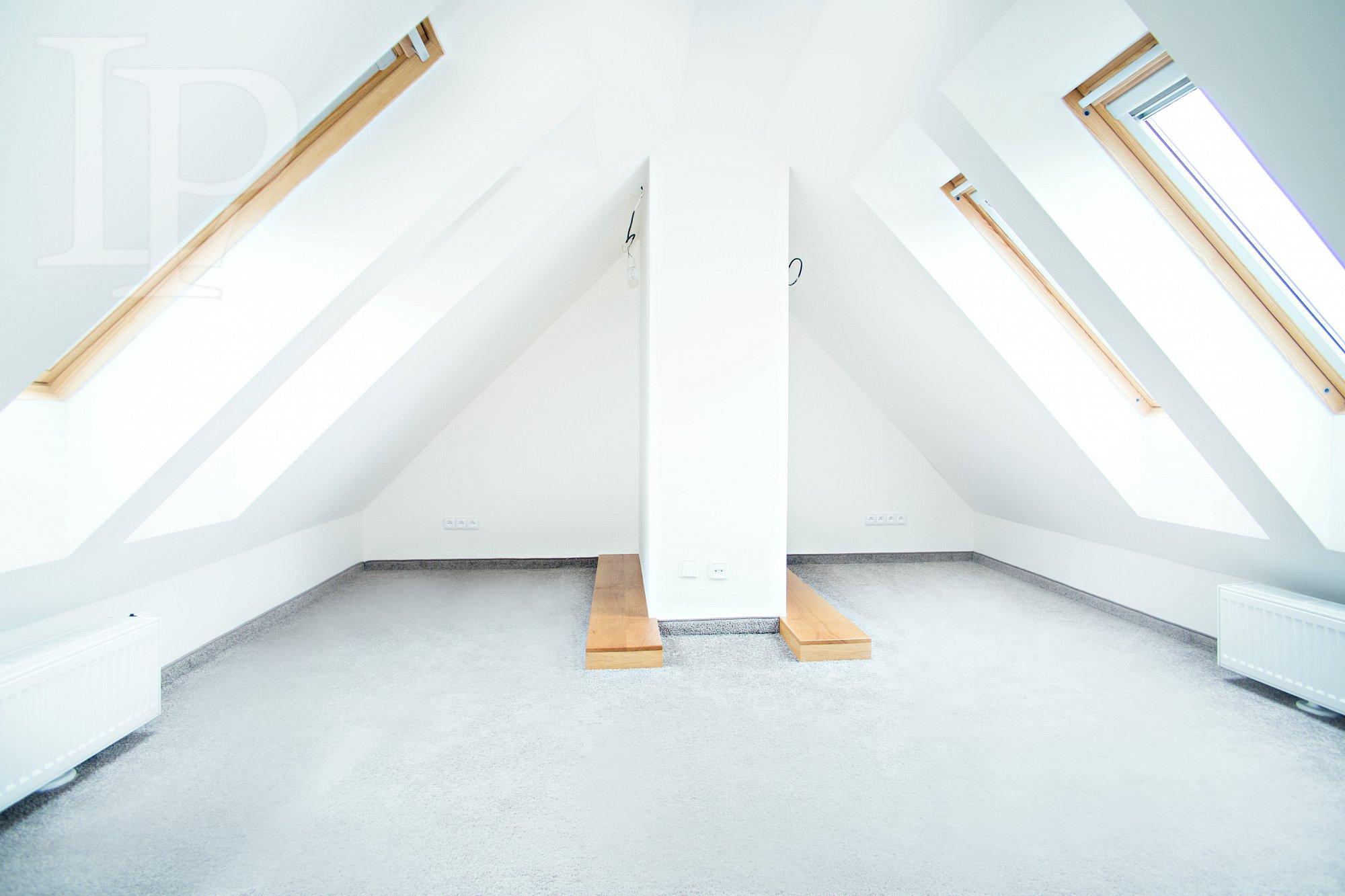 Nová řadová vila 4p_278m2, terasa, zah. 156m2, dvou garáž 40m2, Praha 2- Vinohrady-Kolaudace 05/2015