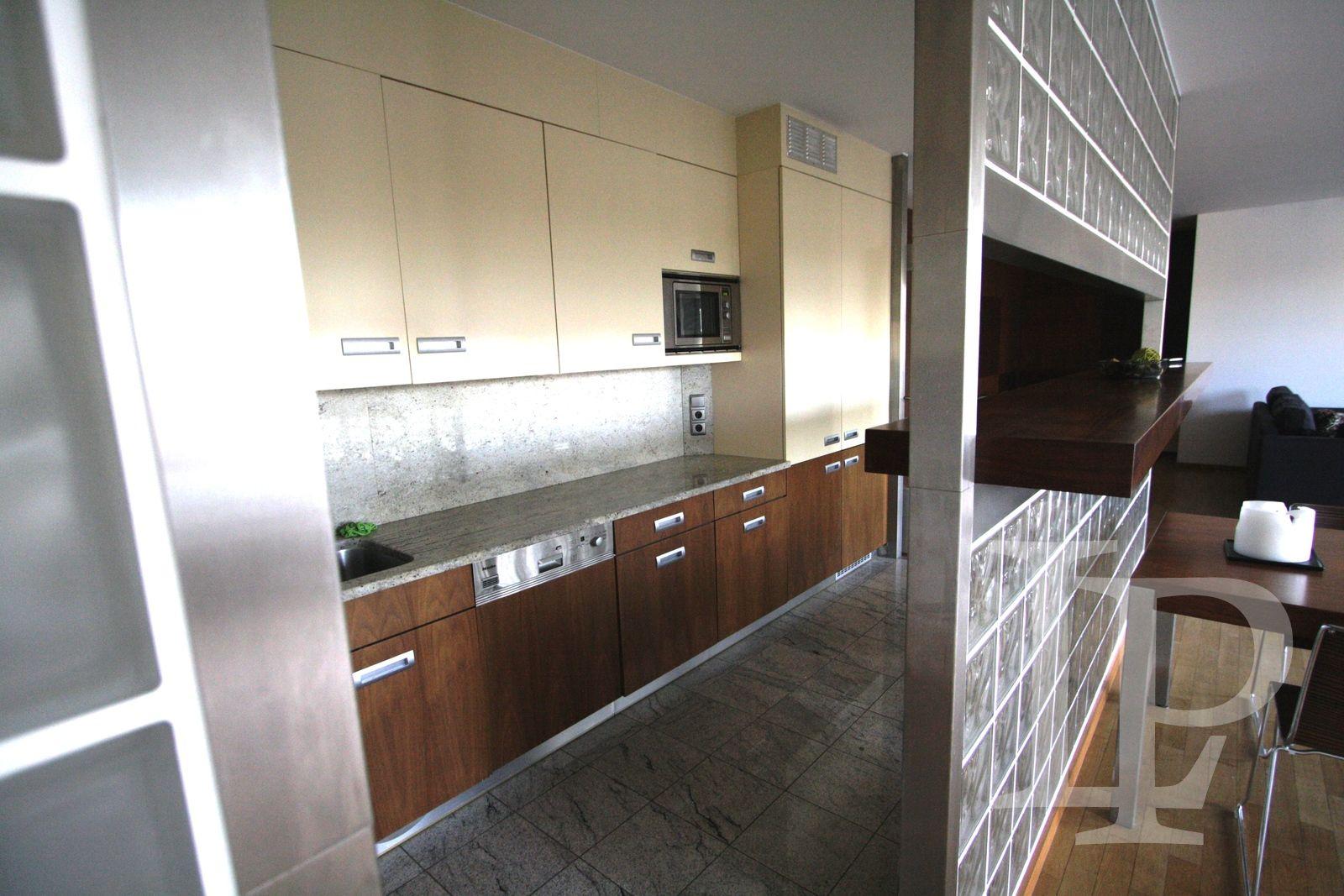 Luxusní apartmán s dvěma koupelnami a terasou v centru Prahy 1, 160 m2