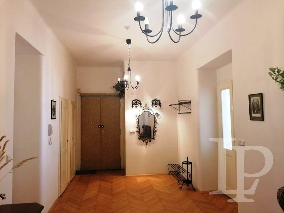 Prostorný byt 3+1, 117 m2  s balkonem u Vítězného náměstí, Praha 6