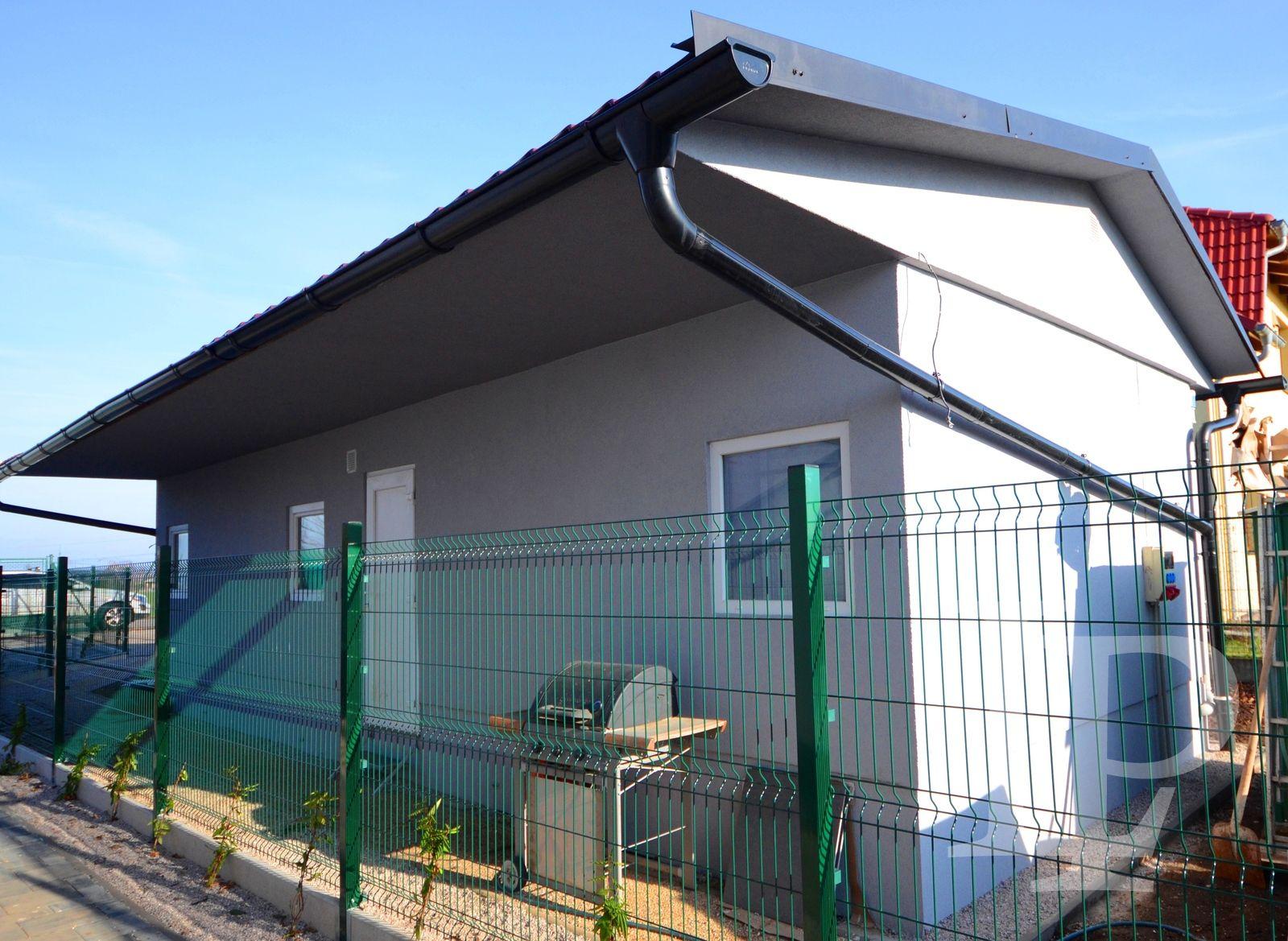 Prodej novostavby rodinného domu, 5+kk, 154,2 m2 a 2+kk 40.7 m2, Praha- východ